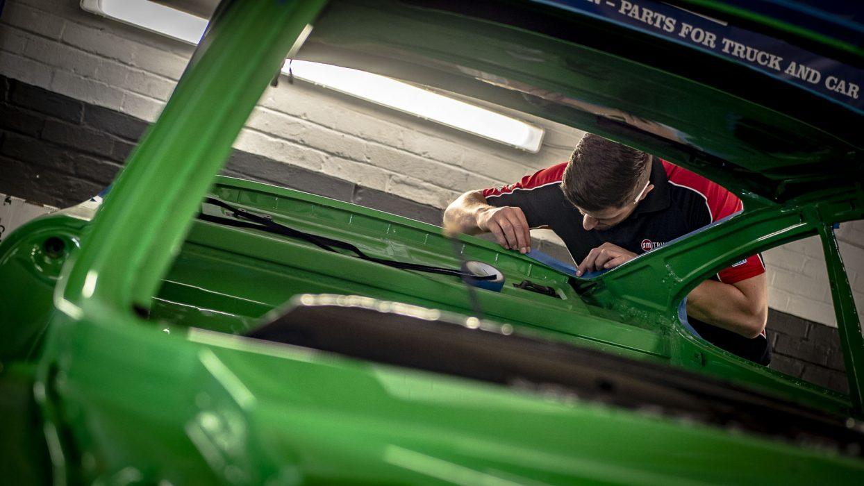 Golding-Barn-Garage-Porsche-911s-headlining-03